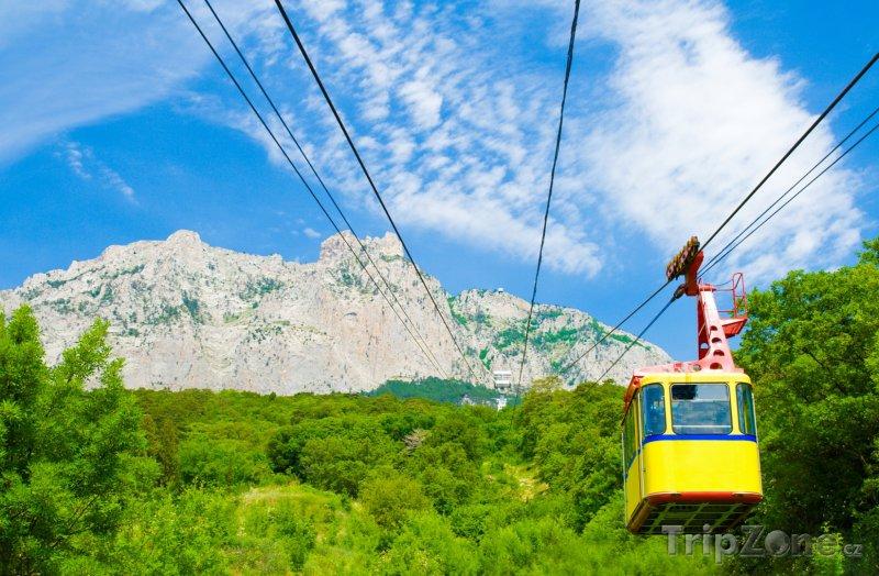 Fotka, Foto Lanovka na vrcholek Ai-Petri v Krymských horách (Ukrajina)