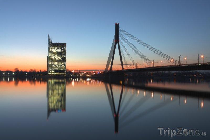 Fotka, Foto Lanový most přes řeku Daugavu (Lotyšsko)