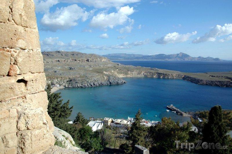 Fotka, Foto Lindos, pobřeží u města (Rhodos, Řecko)