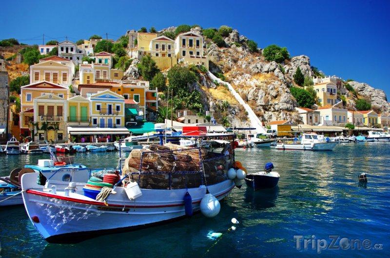 Fotka, Foto Loďka v přístavu na ostrově Symi (Řecko)
