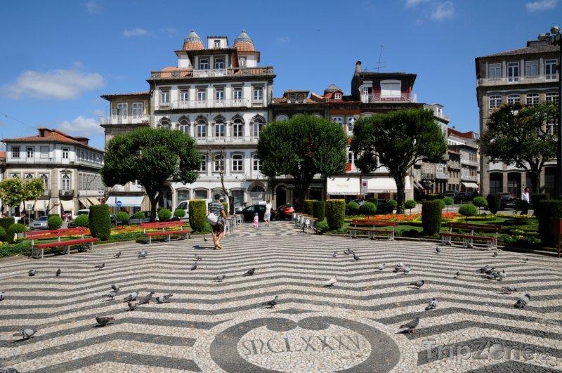 Fotka, Foto Město Guimaraes - náměstí (Portugalsko)