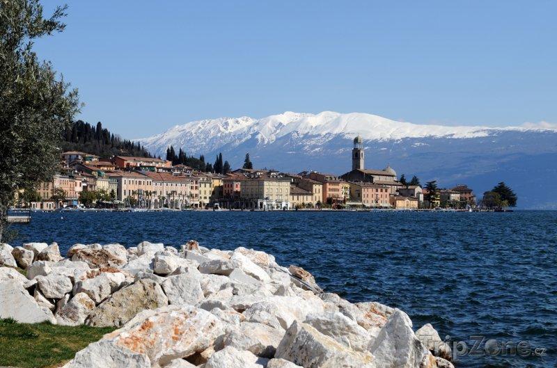 Fotka, Foto Město Salo na břehu Lago di Garda (Itálie)