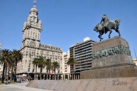 Montevideo, Palacio Salvo a mauzoleum Artigas