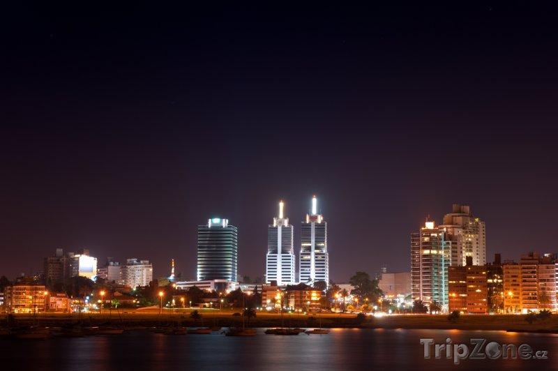 Fotka, Foto Montevideo v noci (Uruguay)