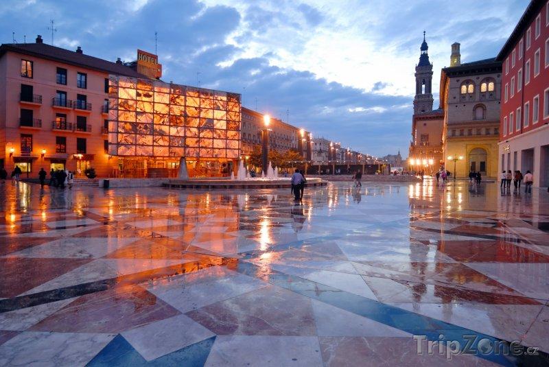 Fotka, Foto Náměstí v Zaragoze (Španělsko)