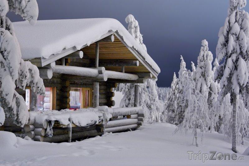 Fotka, Foto Nekompromisní zima a útulná zasněžená chaloupka (Finsko)