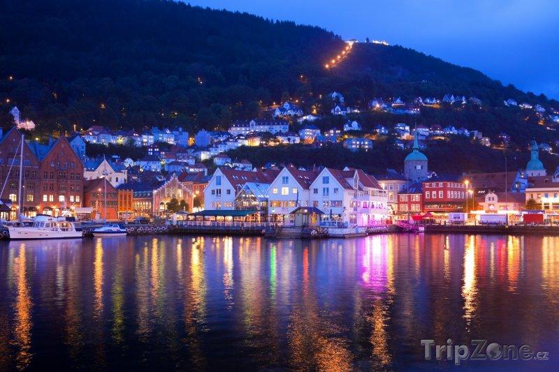 Fotka, Foto Noční panorama v Bergenu (Norsko)
