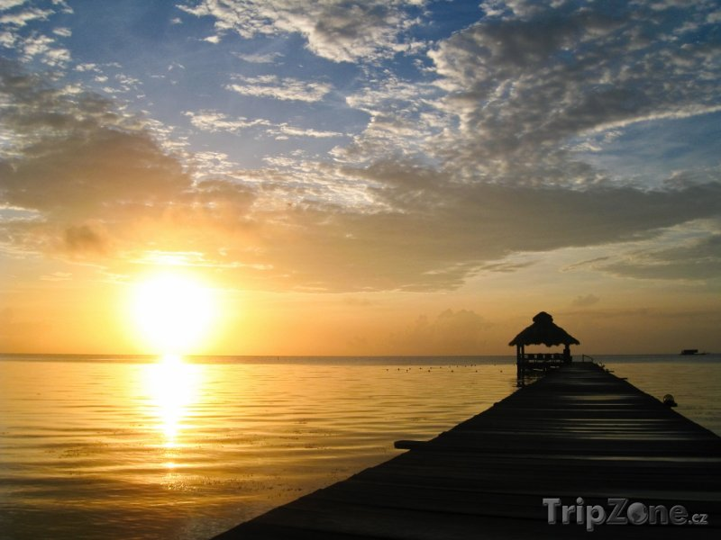 Fotka, Foto Ostrov Ambergris Caye a západ slunce (Belize)