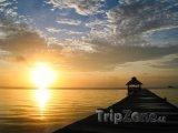 Ostrov Ambergris Caye a západ slunce