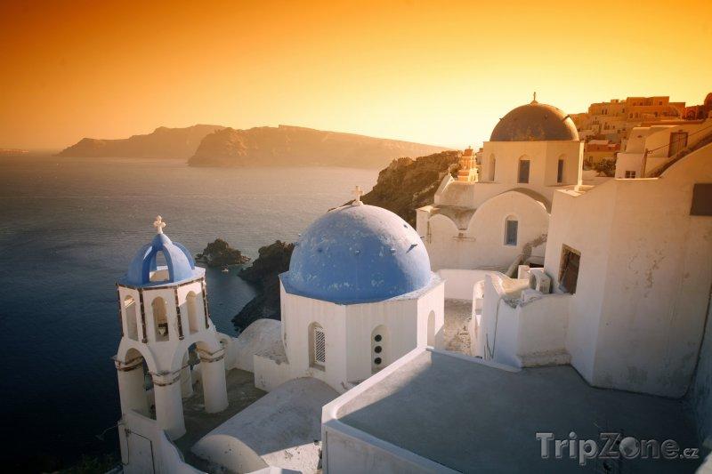 Fotka, Foto Ostrov Santorini, městečko Oia při západu slunce (Řecko)