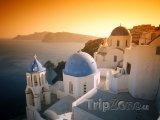 Ostrov Santorini, městečko Oia při západu slunce