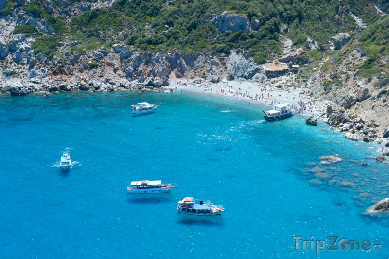 Fotka, Foto Ostrov Skiathos, lodě u pláže (Řecko)