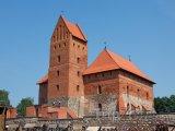 Ostrovní hrad Trakai na jezeře Galve