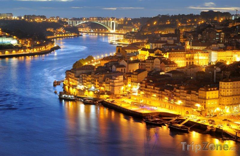 Fotka, Foto Osvětlené město Porto (Portugalsko)