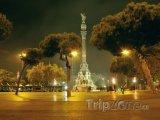 Památník Kryštofa Kolumba v noci