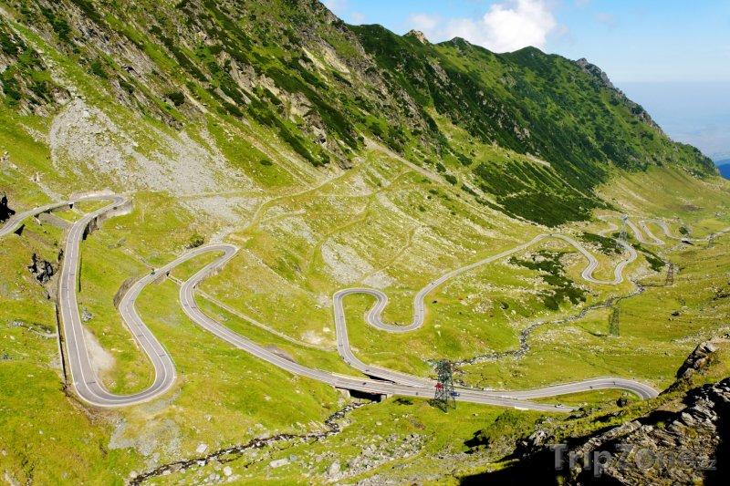 Fotka, Foto Pohled na klikatou silnici v pohoří Fagaraš (Rumunsko)