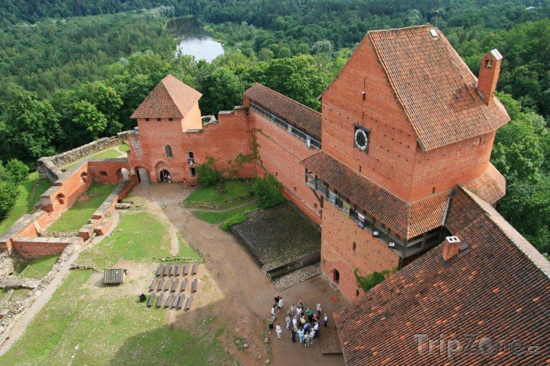 Fotka, Foto Pohled na nádvoří hradu Turaida (Lotyšsko)