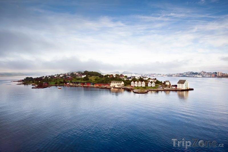 Fotka, Foto Pohled na rybářské městečko Alesund (Norsko)