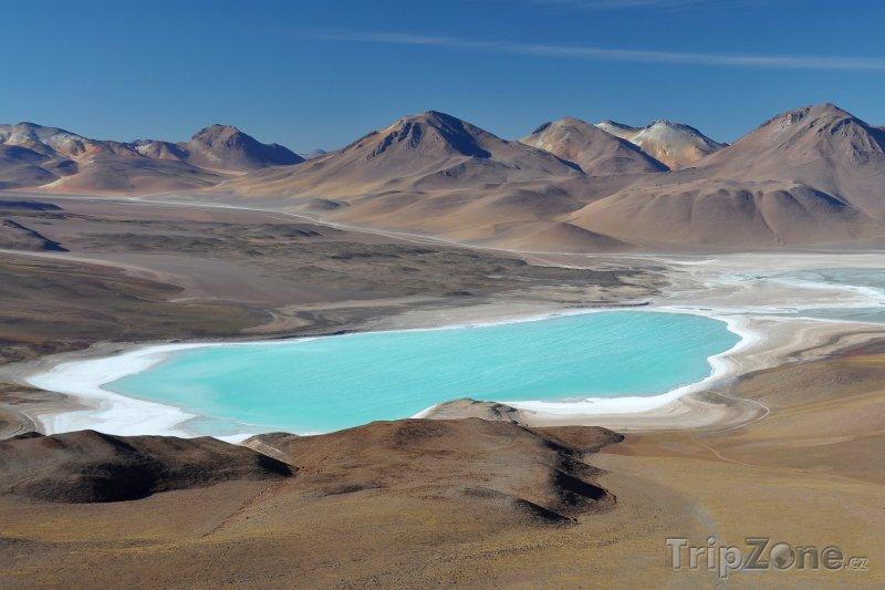 Fotka, Foto Pohled na solné jezero Laguna Verde z vrchu sopky Licancabur (Bolívie)