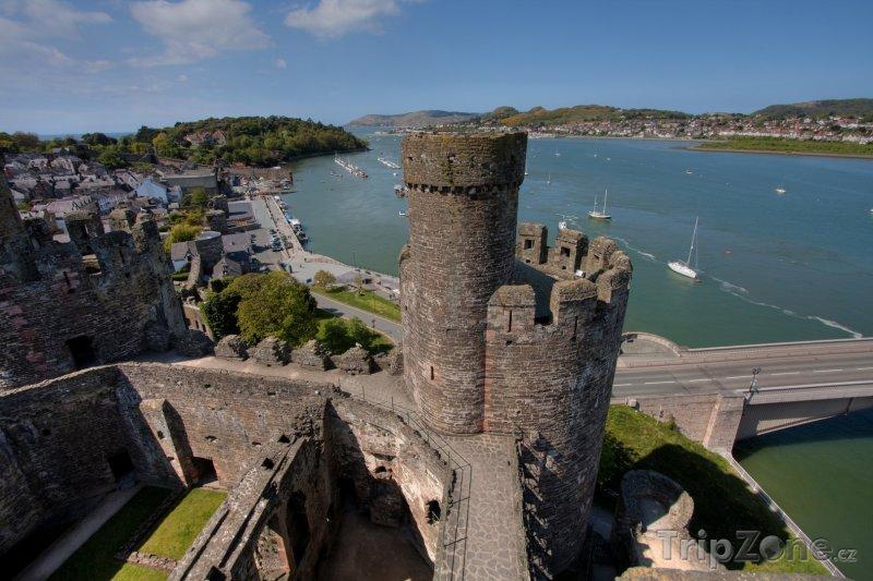 Fotka, Foto Pohled z hradu Conwy v severním Walesu (Velká Británie)