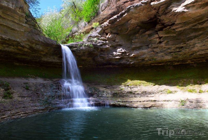 Fotka, Foto Přírodní tůňka s vodopádem (Moldavsko)
