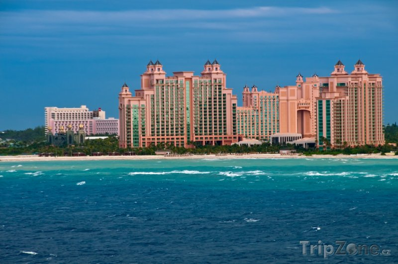 Fotka, Foto Resort Atlantis Royal Towers, pohled z moře (Bahamy)
