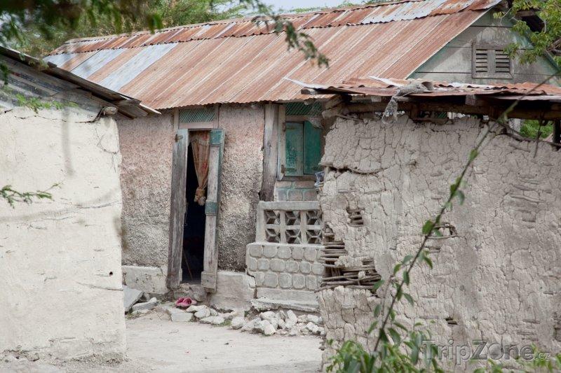 Fotka, Foto Rozbitý dům (Haiti)