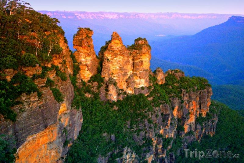 Fotka, Foto Skalní útvar Three Sisters v Národním parku Blue Mountains (Austrálie)