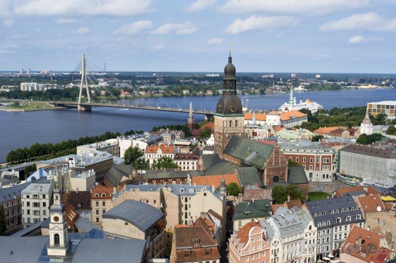 Fotka, Foto Staré město a katedrála v Rize z ptačí perspektivy (Lotyšsko)