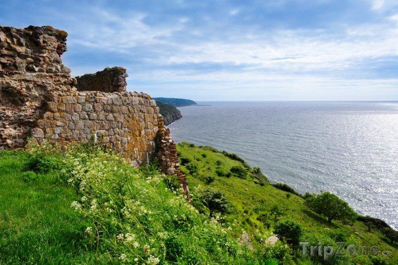Fotka, Foto Starodávná zeď na ostrově Bornholm (Dánsko)