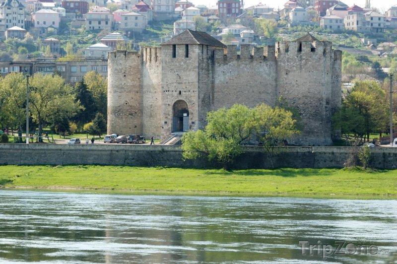 Fotka, Foto Středověká pevnost u řeky Nistru ve městě Soroca (Moldavsko)