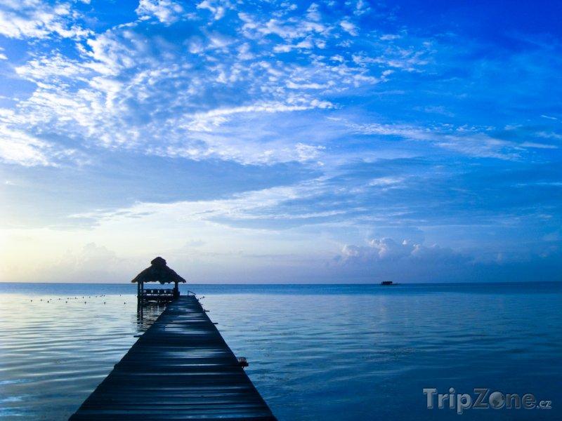 Fotka, Foto Svítání na ostrově Amergris Caye (Belize)