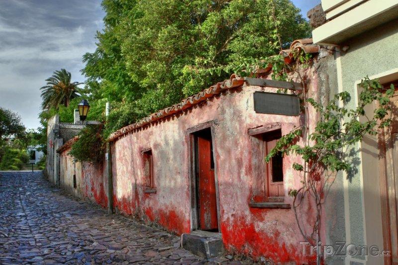 Fotka, Foto Ulička ve městě Colonia del Sacramento (Uruguay)