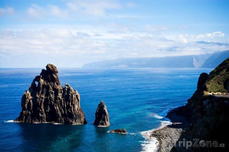 Fotka, Foto Útesy na pobřeží ostrova Madeira (Madeira, Portugalsko)