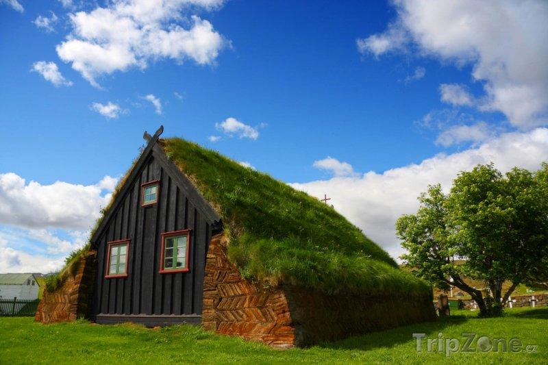 Fotka, Foto Vesnička Varmahlid a tradiční islandský domek (Island)