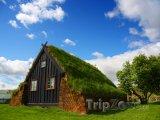 Vesnička Varmahlid a tradiční islandský domek