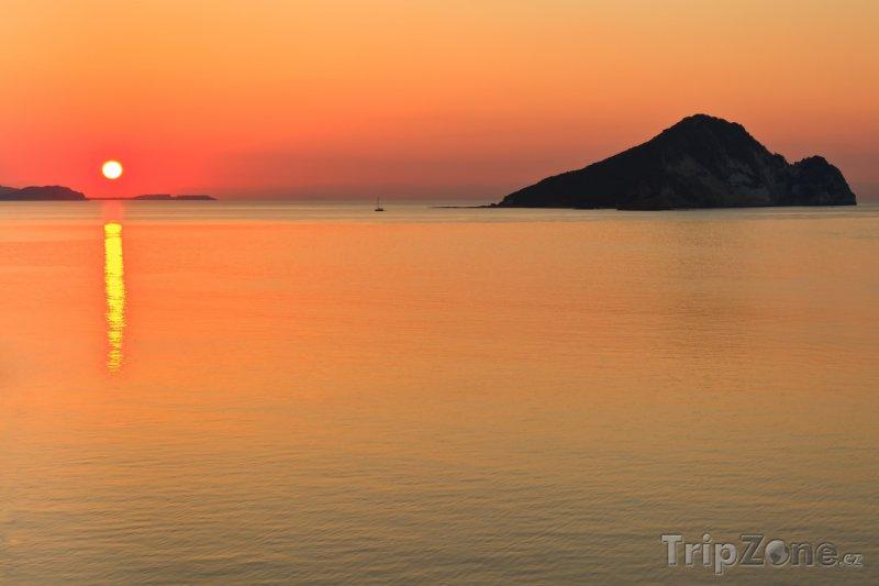 Fotka, Foto Východ slunce nad mořem (Zakynthos, Řecko)
