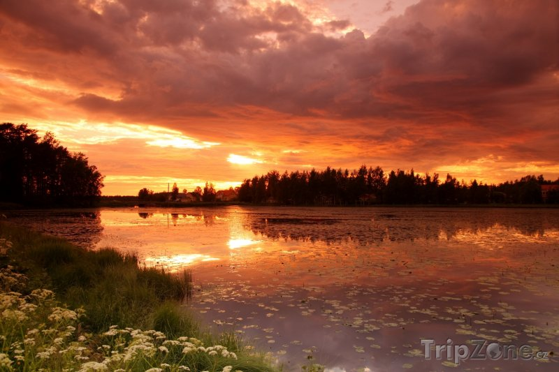 Fotka, Foto Západ slunce nad jezerem (Finsko)