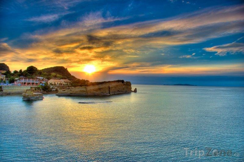 Fotka, Foto Západ slunce nad ostrovem Korfu (Korfu, Řecko)