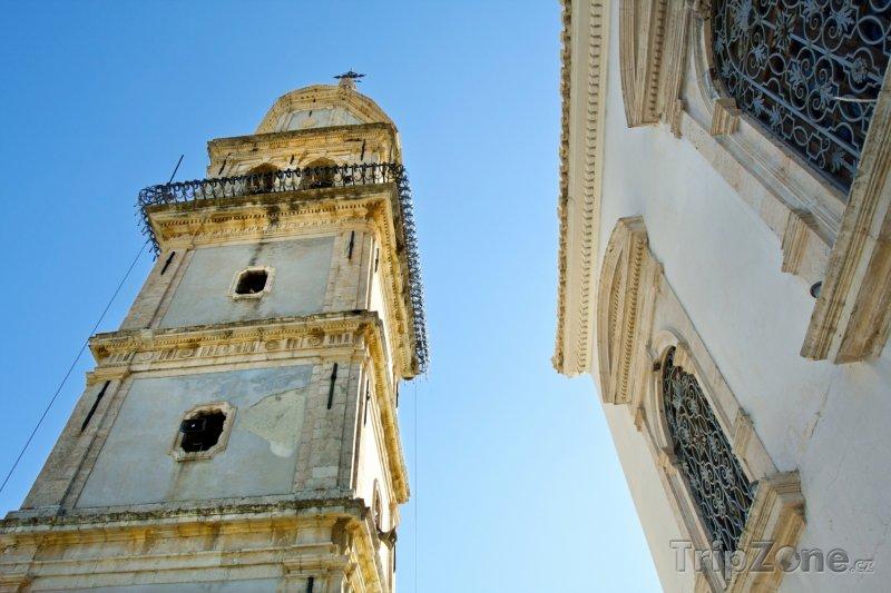 Fotka, Foto Zvonice kostela sv. Mikuláše ve městě Kiliomeno (Zakynthos, Řecko)