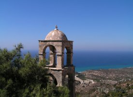 Zvonice kostelíku na ostrově Kos
