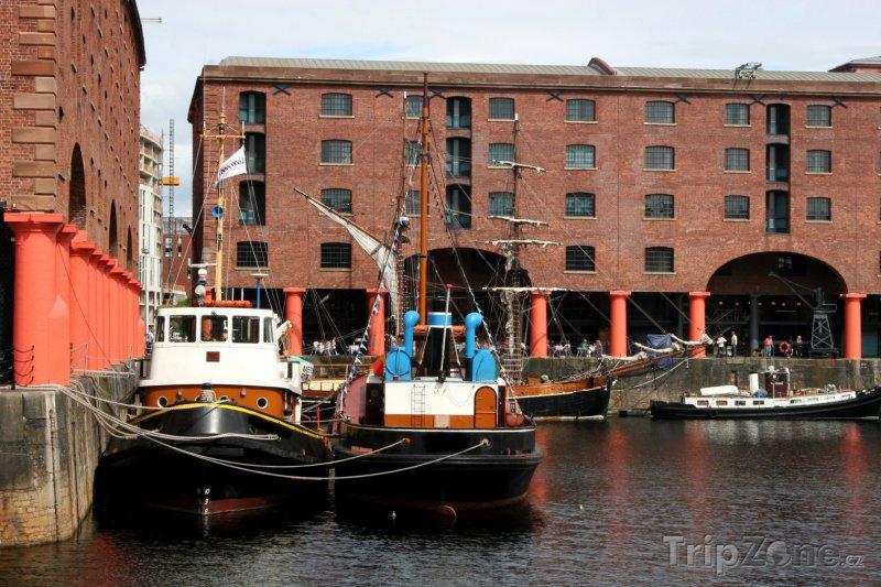 Fotka, Foto Albert Dock, lodě (Liverpool, Velká Británie)