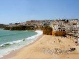 Algarve, pláž ve městě Albufeira