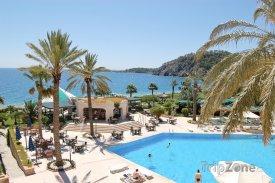 Antalya, bazén u jednoho z hotelů