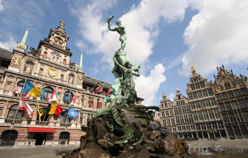 Fotka, Foto Antverpy, fontána a radnice na náměstí Grote Markt (Belgie)
