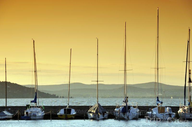Fotka, Foto Balaton, plachetnice v přístavu (Maďarsko)