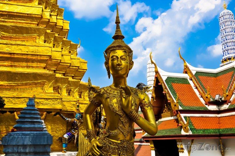 Fotka, Foto Bangkok, zlatá socha v Královském paláci (Thajsko)