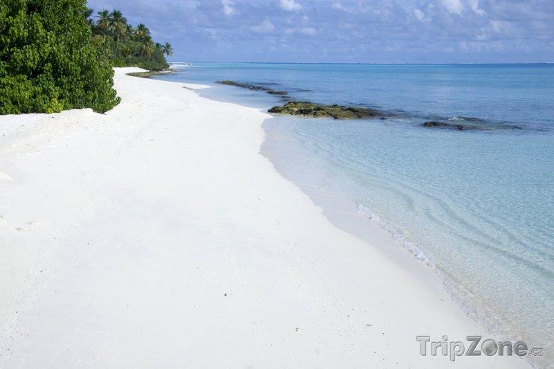 Fotka, Foto Bílý písek a kříšťálově čistá voda - pro Maledivy typické (Maledivy)