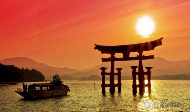 Fotka, Foto Brána Torii u svatyně Icukušima (Japonsko)