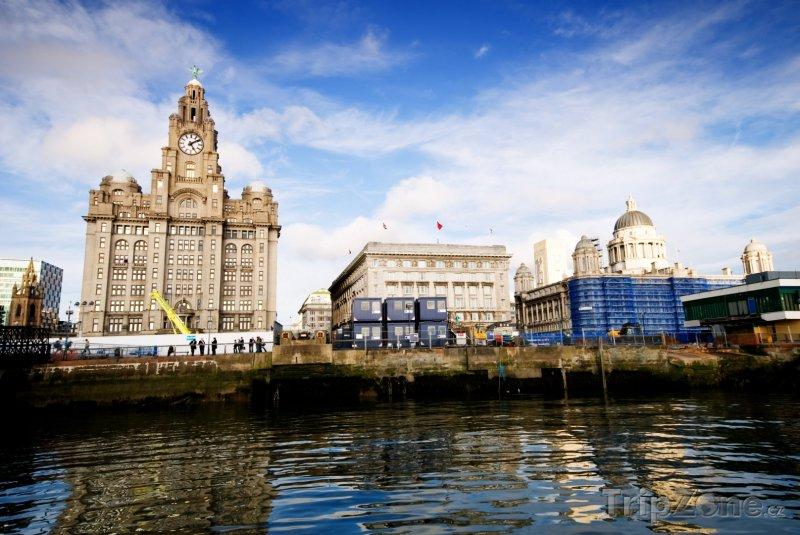 Fotka, Foto Budovy známé jako Tři grácie (Liverpool, Velká Británie)